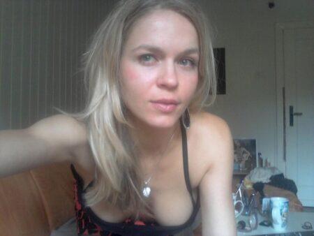 Adoptez une jeune femme coquine sexy