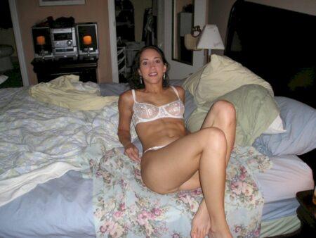 Belle femme salope propose une rencontre pour une nuit