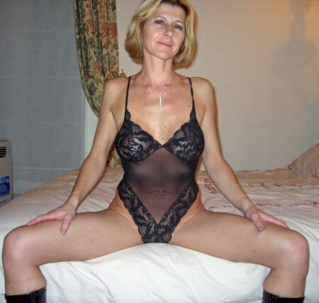 Femme cougar soumise pour libertin dominateur de temps à autre libre