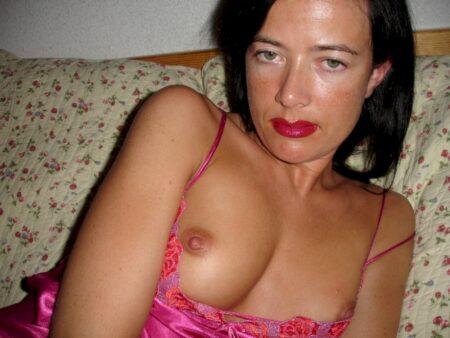 Femme infidèle sexy vraiment très chaude cherche un mec soumis