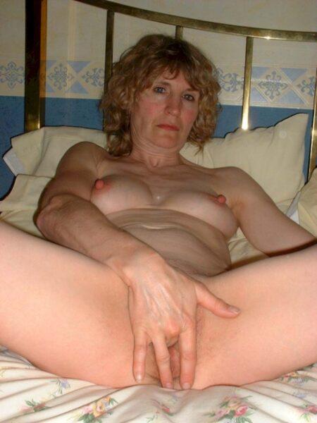 Femme mature coquine docile pour homme qui apprécie la domination