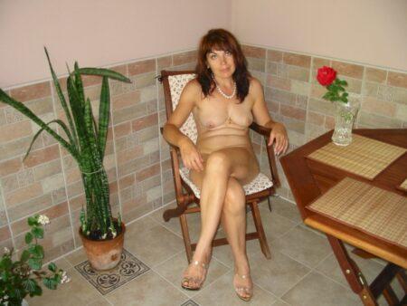 Femme mature soumise pour coquin qui apprécie la domination