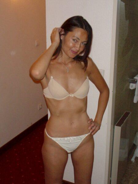 Très jolie femme asiatique salope qui a envie d'un plan q