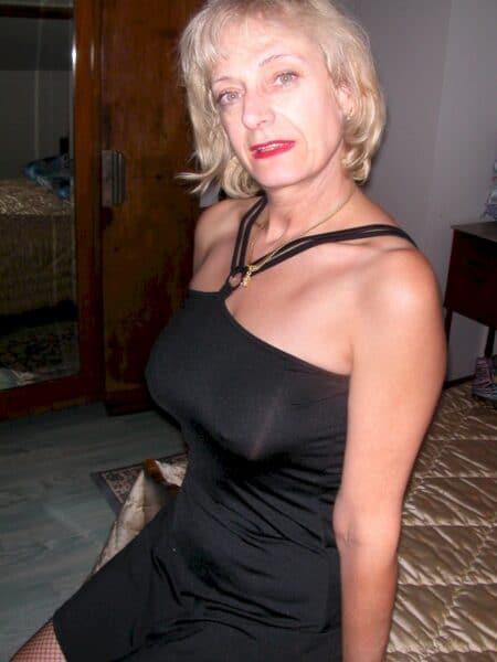 Très jolie femme coquine qui a envie d'un plan entre coquins