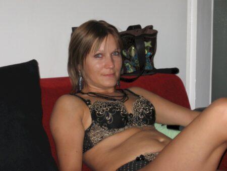 Très jolie femme seule qui cherche un plan cul pour un soir